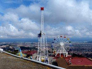 Blick von Tibidabo auf die Stadt Barcelona