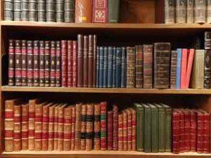 Foto von antiquierten Büchern in Lissabon