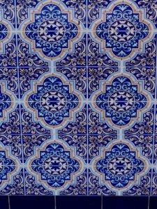 blau weisse bemalte Kacheln, Medina Marrakesch