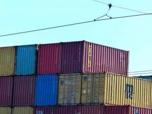 Container im Hafen von Neapel