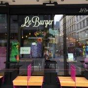 fabrari Mode im Le Burger Restaurant